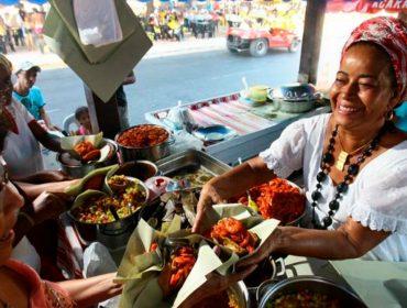 Cira do Acarajé, uma das quituteiras mais famosas de Salvador, morre aos 69 anos e gera comoção na Bahia