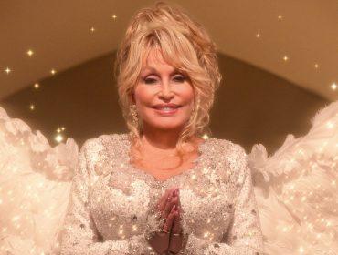 Intérprete de anjo em novo filme da Netflix, Dolly Parton salvou a vida de colega nos bastidores da produção