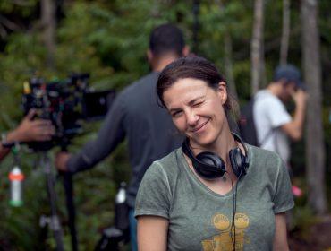 """Relação das crianças com o meio ambiente é abordada na sequência 'O Começo da Vida 2: Lá Fora', de Estela Renner: """"Para muitos, a natureza é distante"""""""