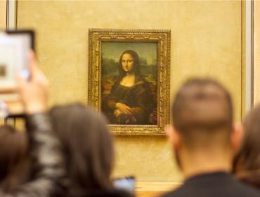 Encontro 'tête-à-tête' com a Mona Lisa no Louvre está sendo leiloado para acertar as contas do museu