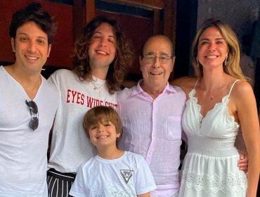 Morre pai de Luciana Gimenez, João Alberto Morad, e ela volta às pressas de férias em Trancoso