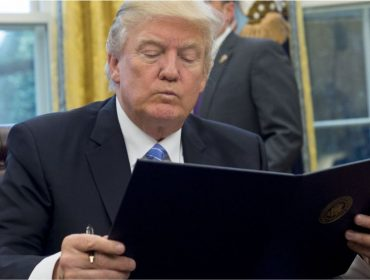 """Donald Trump sempre manteve uma """"relação conturbada"""" com as redes sociais…Relembre as tretas do republicano na web"""