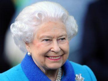 Perto de completar 95 anos, Elizabeth II está aproveitando a quarentena para descansar. Oi?