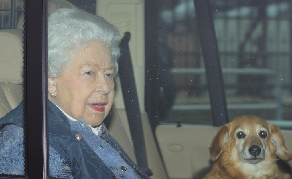 A rainha esperando no carro quando o incidente aconteceu