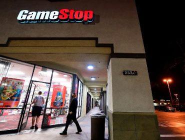 Nas lojas da GameStop, o movimento de clientes continua baixo. Já a ação da empresa...