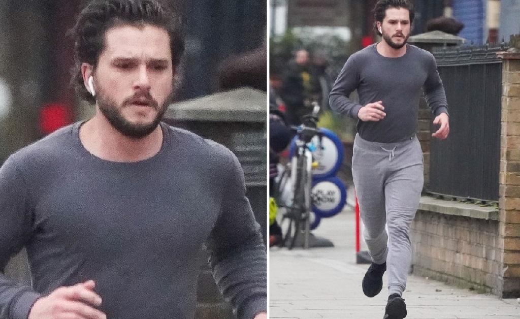 O ator em seu momento de exercício, mas sem máscara