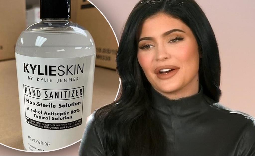 Kylie Jenner e o produto lançado pela Kylie Cosmetics