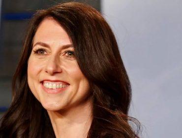MacKenzie Scott, ex-mulher de Jeff Bezos, doou mais de R$ 1 bilhão para universidades de Nova York