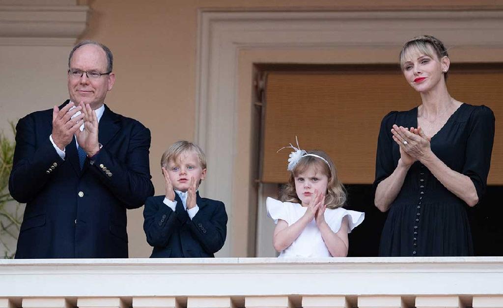 Albert e Charlene com os filhos, Jaime e Gabriela