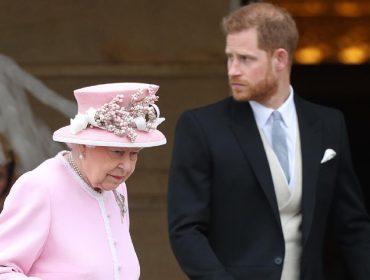 Elizabeth II e o príncipe Harry