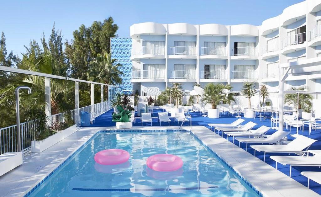 A piscina do The Standard Hollywood, na qual até Carrie Bradshaw já deu umas braçadas