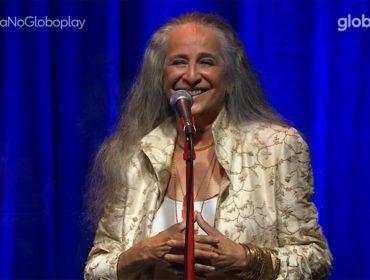 Maria Bethânia estreia em grande estilo no universo das lives com mix de música, recital e ativismo político