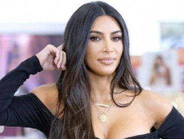 Kim Kardashian aparece com sneakers de Kanye West em meio a rumores sobre divórcio