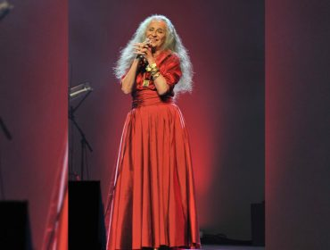 Maria Bethânia estreia no mundo das lives com show em comemoração ao 56 anos de carreira e repertório inédito