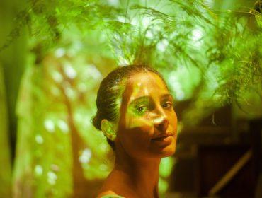 """Há meses longe dos holofotes, Camila Pitanga volta à cena cantando e dançando: """"Envolve a pandemia, minha história, a relação com minha mãe…"""""""