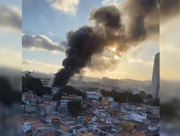 Incêndio atinge galpão e destrói dezenas de obras de arte, entre elas, de artistas como Vik Muniz e Antonio Dias