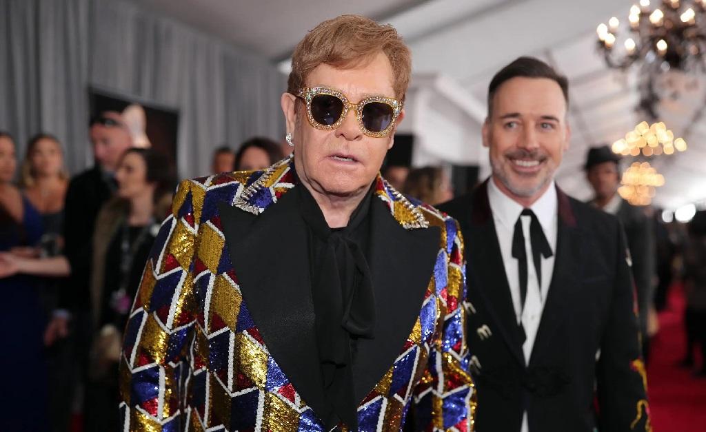 Elton John com seu marido, David Furnish