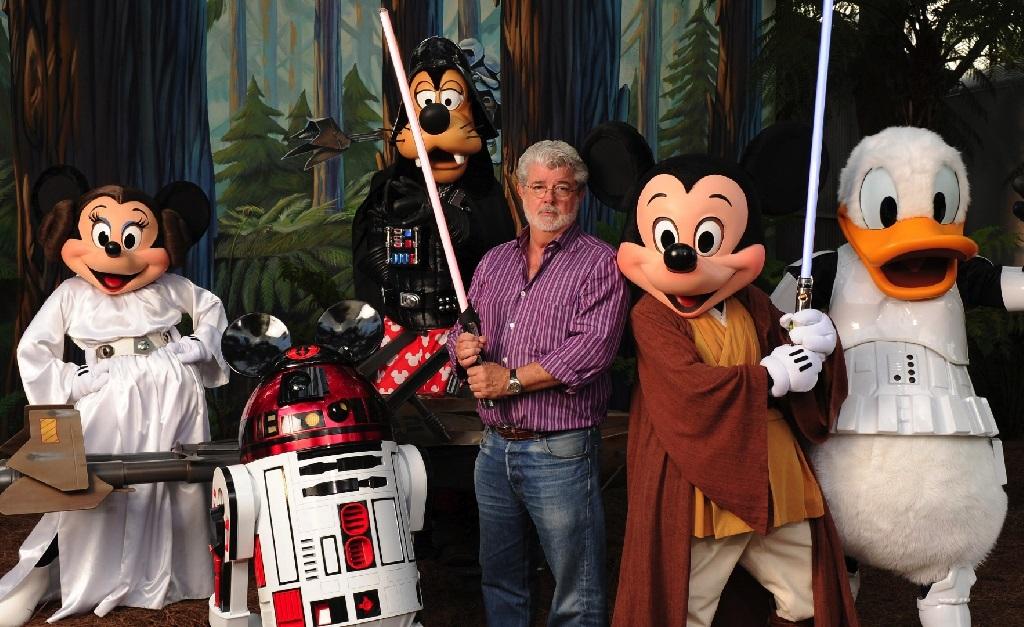 George Lucas, entre personagens da Disney e da saga que ele criou