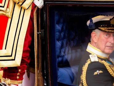Para especialista em constituição do Reino Unido, Harry está certo ao dizer que pai e irmão estão 'presos' na realeza