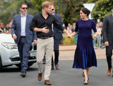 Harry e Meghan Markle cercados por seguranças