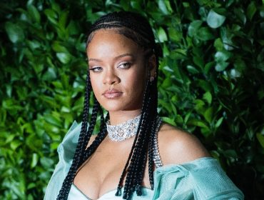 Rihanna compra château de R$ 76,3 milhões em rua sem saída de Los Angeles na qual será vizinha de Madonna e Mariah Carey