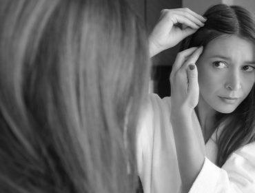 Além do estresse, entenda por que a queda de cabelo aumenta nesta época do ano