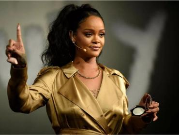 Rihanna expande sua marca e registra o nome 'Fenty Hair' com foco em produtos para cabelo afro