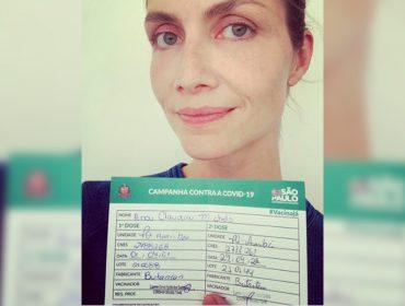 Médica, Ana Claudia Michels comemora segunda dose da vacina contra a Covid-19