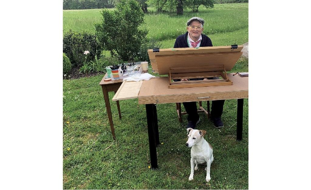 Hockney fazendo o que mais gosta: trabalhando