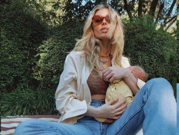 Elsa Hosk, uma das Angels mais famosas da Victoria's Secret, é alvo de críticas por postar fotos amamentando sua filha. Oi?