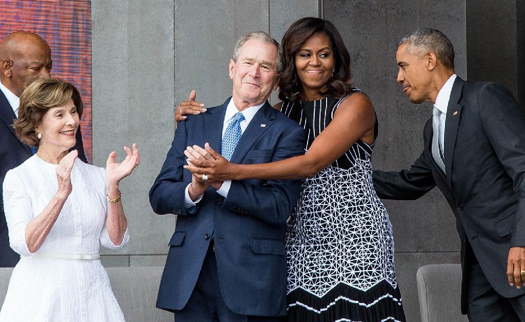 George W. Bush e Michelle Obama entre Laura Bush e Barack Obama