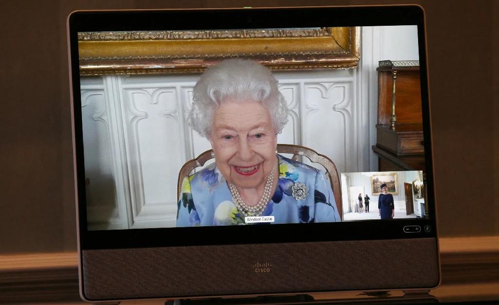 A rainha Elizabeth II durante a reunião virtual