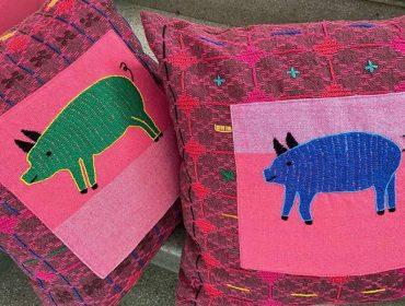 Desejo do dia: as almofadas artesanais e bordadas de Cristiana Barreto