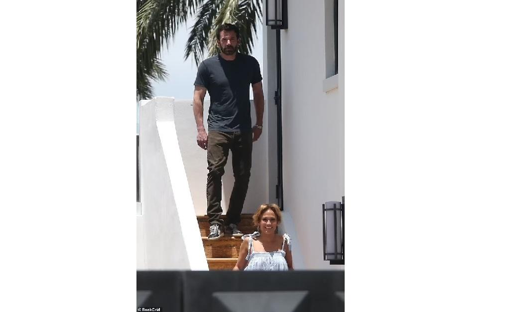 O ator e a atriz no Aeroporto Internacional de Miami, nesse domingo