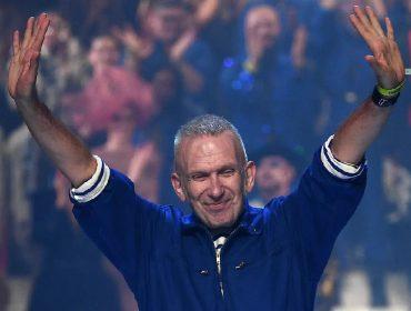 Jean Paul Gaultier, fundador da marca, em seu último desfile: ele se aposentou, mas sua maison fica