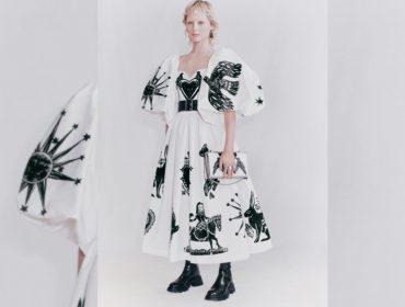 Alexander McQueen é acusada de apropriação cultural ao lançar peças com estampas que remetem ao cordel nordestino. Entenda!