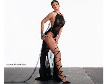 Novos tempos: Rihanna protagoniza, produz e fotografa sozinha para capa de revista italiana. Aos fatos!