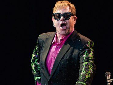 Elton John adiciona novas datas à sua turnê de despedida dos palcos, que já arrecadou quase R$ 2 bilhões