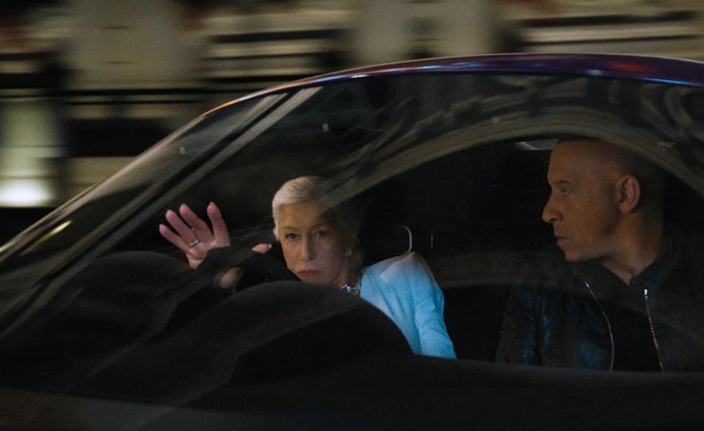 """A atriz em uma cena de ação de """"Velozes e Furiosos 9"""""""