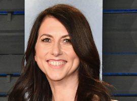 MacKenzie Scott doa de uma só vez quase o dobro do que seu ex-marido, Jeff Bezos, já doou na vida