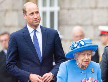 Junto com William, rainha Elizabeth II desembarca na Escócia para cumprir semana de compromissos oficiais