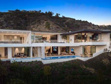Localizada em Beverly Hills, a mansão tem mais de 1,6 mil metros quadrados