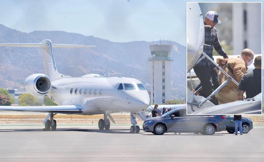 Weinstein desembarcando em Burbank, na Califórnia