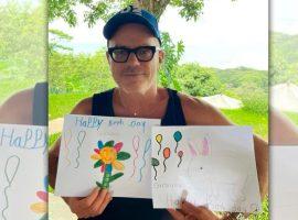 Giovanni Bianco comemora 56 anos ao lado de Gisele Bündchen na Costa Rica e ganha desenhos dos filhos da top