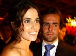 Deborah Secco nega que tenha ajudado o marido a trabalhar na Globo