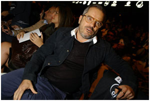 Diretor de arte Giovanni Bianco visita o lounge Glamurama