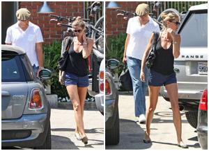 Gisele Bündchen e Tom Brady atrás de uma casa em L.A.
