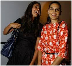 Cassia Ávila e Sabrina Gasperin na primeira fila de Reinaldo