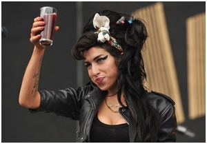 Amy Winehouse deixa o pai doente com sua vida louca