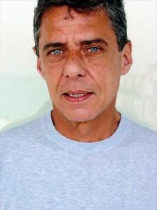 Chico Buarque vira o centro das atenções no Rio